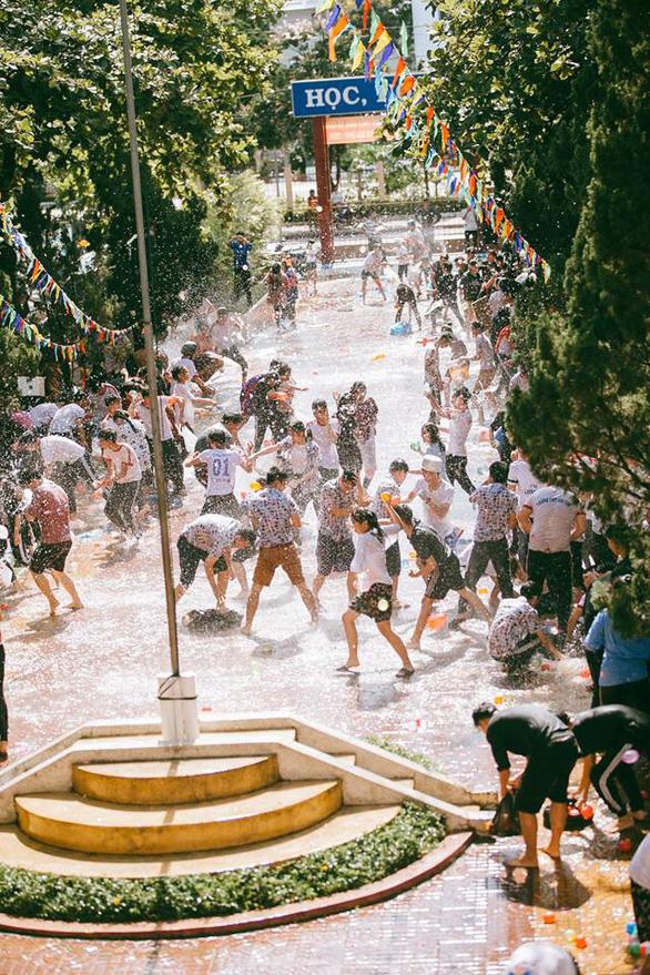 Đại chiến bóng nước ngày bế giảng của teen Kon Tum - Ảnh 16.
