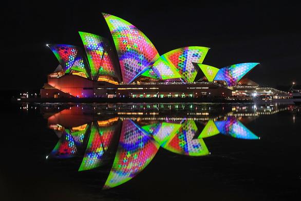 Rực rỡ đêm Sydney trong lễ hội ánh sáng - Ảnh 1.