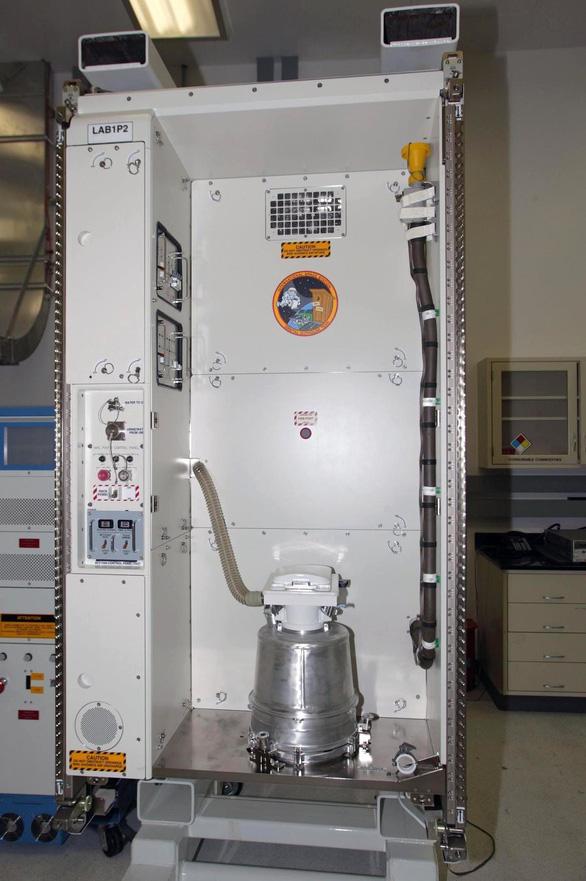 Phi hành gia kể khổ chuyện đi toilet trong vũ trụ - Ảnh 2.