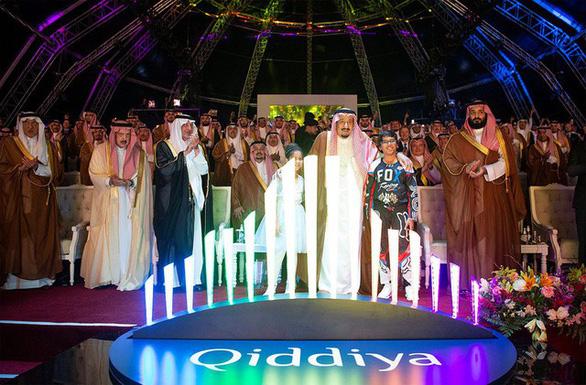 Thái tử soái ca của Saudi Arabia chi thêm 13,33 tỉ USD cho lối sống - Ảnh 2.