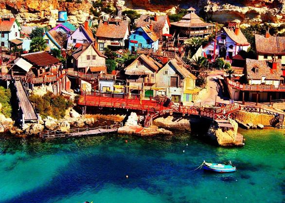 Kỳ bí ngôi làng của thủy thủ Popeye ở Malta - Ảnh 2.