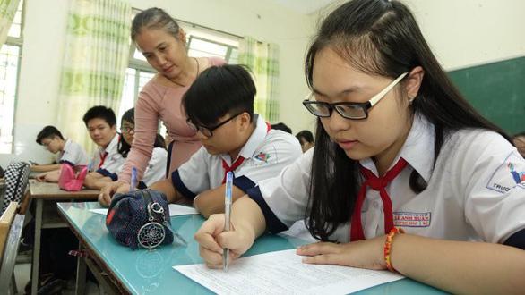 Học sinh TP.HCM hoảng hốt với tỉ lệ chọi vào lớp 10 - Ảnh 1.