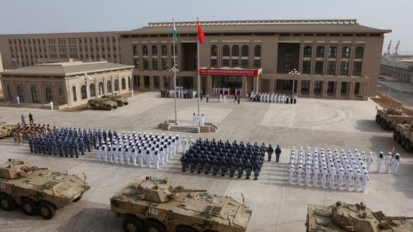 Mỹ nổi đóa vì laser gây mù mắt của Trung Quốc - Ảnh 2.