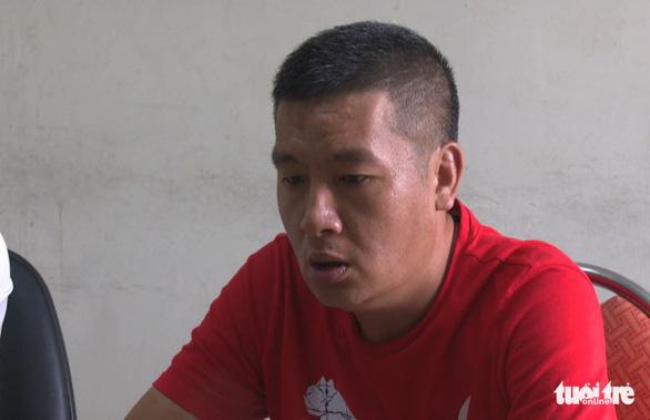 Bắt một người Trung Quốc dùng thẻ giả rút trộm tiền ATM - Ảnh 1.