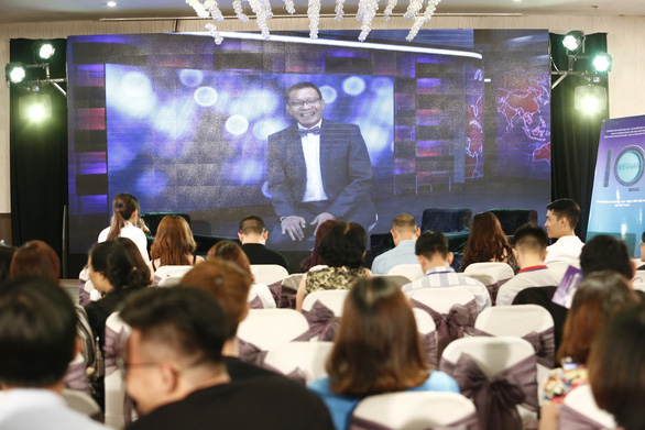 MC quốc dân Lại Văn Sâm tương tác trực tuyến với khán giả  - Ảnh 1.