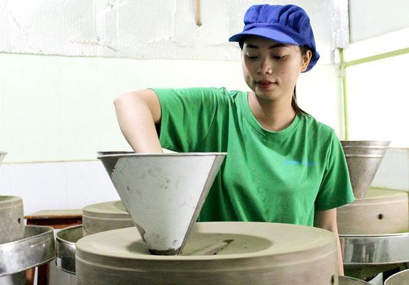 Hai bạn trẻ khởi nghiệp với bột rau từ nguyên liệu sạch - Ảnh 3.