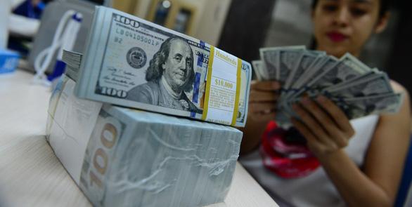 Ngân hàng Nhà nước bất ngờ tăng giá mua USD - Ảnh 1.