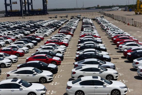 67% ôtô con ngoại nhập về qua các cửa khẩu và cảng của TP. HCM - Ảnh 1.