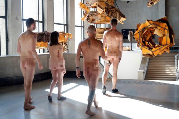 Bảo tàng Pháp mở cửa cho người khỏa thân tham quan - Ảnh 1.