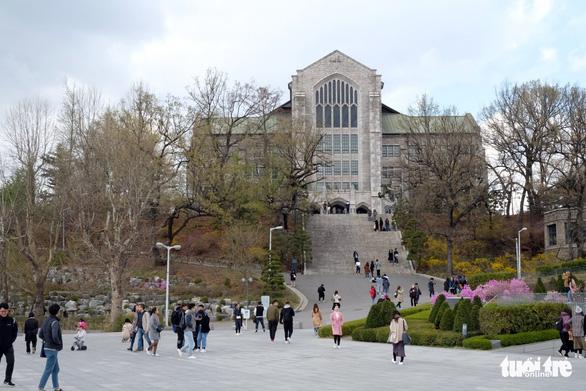 Ngắm nhan sắc Đại học nữ lớn nhất thế giới - Ảnh 2.