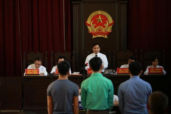 Tình người ở phiên tòa bác sĩ Lương - Ảnh 1.