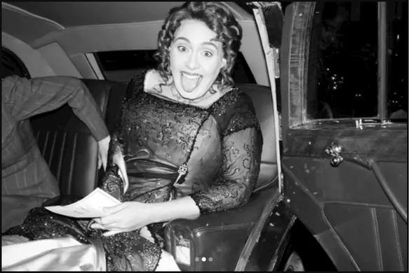 Adele mừng sinh nhật tuổi 30 theo phong cách Titanic - Ảnh 4.