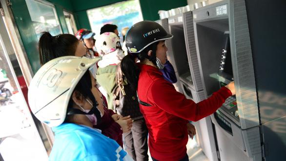 Lại tăng phí rút tiền ATM nội mạng lên 1.500 đồng/lượt - Ảnh 1.