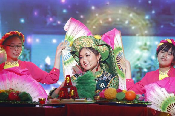 Nữ sinh Học viện Ngoại giao khoe tài trong chung kết Hoa khôi - Ảnh 1.