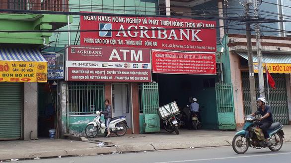 Vay tiền ngân hàng bị ép phải mua bảo hiểm? - Ảnh 1.