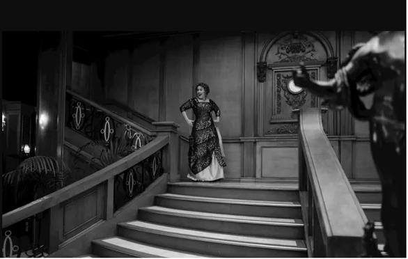 Adele mừng sinh nhật tuổi 30 theo phong cách Titanic - Ảnh 3.