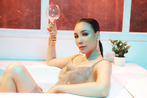 Hồ Quỳnh Hương trở về 10 năm trước qua Take it easy - Ảnh 4.