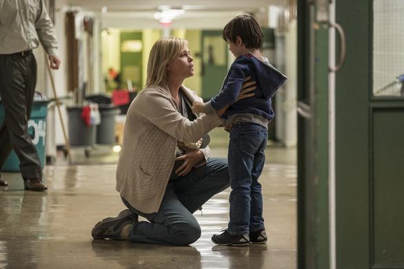 Charlize Theron tăng 22 kí để làm bà mẹ bỉm sữa trên phim - Ảnh 5.