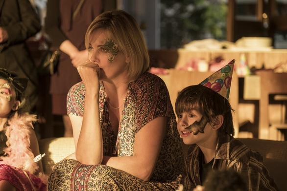 Charlize Theron tăng 22 kí để làm bà mẹ bỉm sữa trên phim - Ảnh 6.