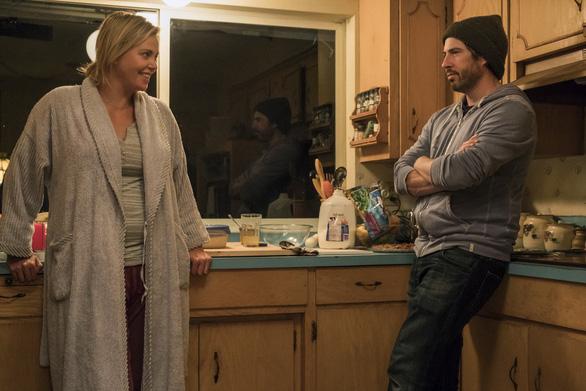 Charlize Theron tăng 22 kí để làm bà mẹ bỉm sữa trên phim - Ảnh 10.