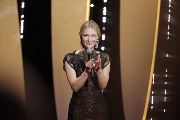 Cannes 2018 ngày đầu tiên qua ảnh: Nỗ lực đề cao phụ nữ - Ảnh 3.