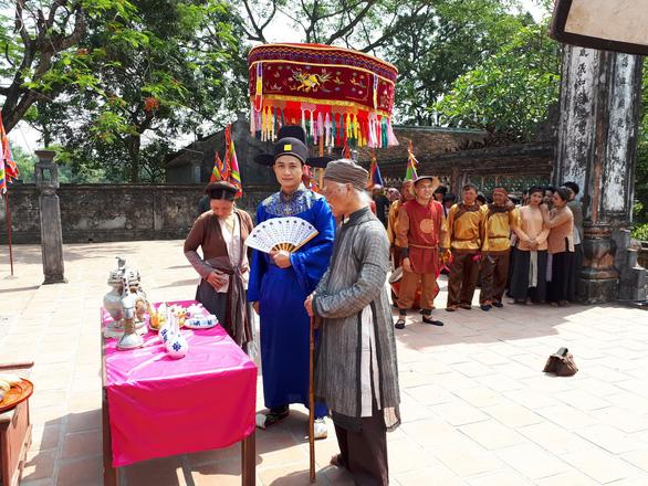 Đạo diễn Khải Hưng lần đầu làm MV cho ca sĩ Phương Thảo - Ảnh 4.