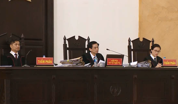 Phiên tòa ông Đinh La Thăng nghỉ sớm chờ triệu tập người quan trọng - Ảnh 2.
