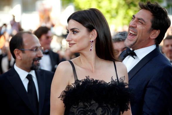 Cannes 2018 ngày đầu tiên qua ảnh: Nỗ lực đề cao phụ nữ - Ảnh 1.