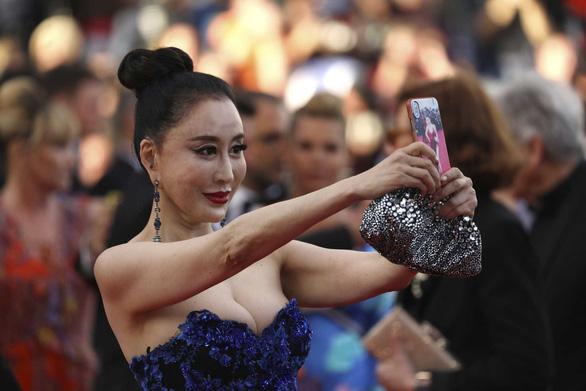 Cannes 2018 ngày đầu tiên qua ảnh: Nỗ lực đề cao phụ nữ - Ảnh 2.