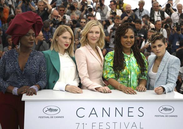 Cannes 2018 ngày đầu tiên qua ảnh: Nỗ lực đề cao phụ nữ - Ảnh 6.