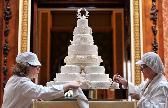 Bánh cưới Hoàng gia Anh thành bánh cupcake thu nhỏ ở Mỹ - Ảnh 3.