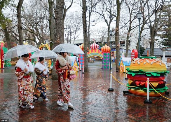 Thiếu nữ Nhật rạng rỡ kimono trong lễ trưởng thành - Ảnh 6.