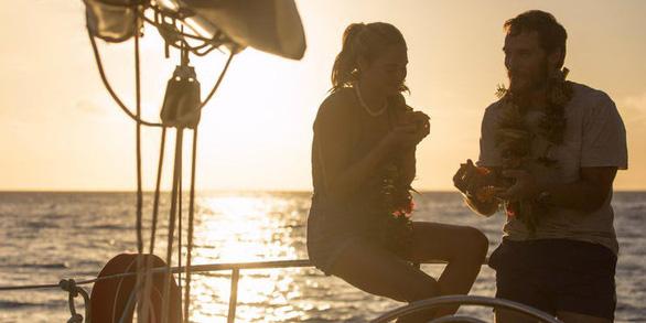 Adrift - Hành trình sinh tử của đôi tình nhân trên biển cả - Ảnh 9.