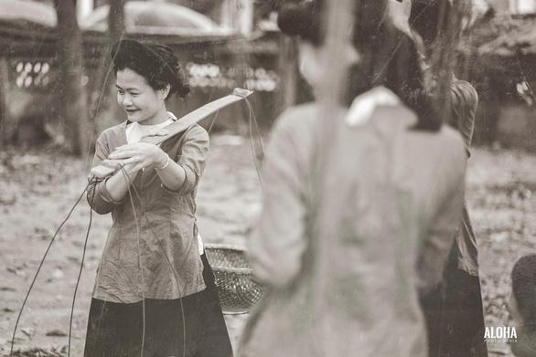 Kỷ yếu tái hiện 100 năm thời trang của nữ nhi quốc chuyên văn - Ảnh 13.