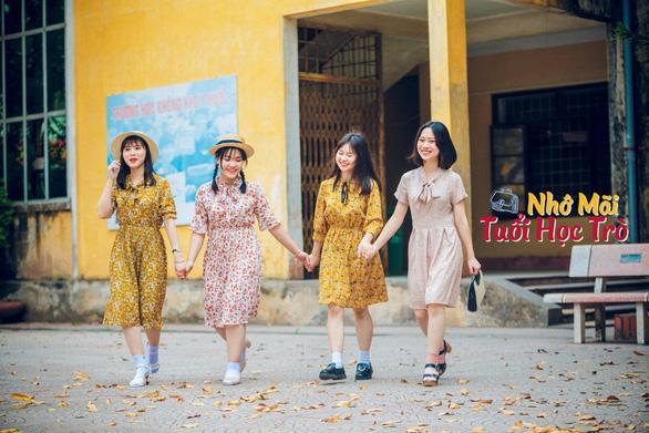 Kỷ yếu tái hiện 100 năm thời trang của nữ nhi quốc chuyên văn - Ảnh 14.