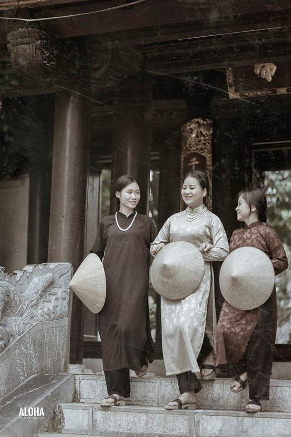 Kỷ yếu tái hiện 100 năm thời trang của nữ nhi quốc chuyên văn - Ảnh 1.
