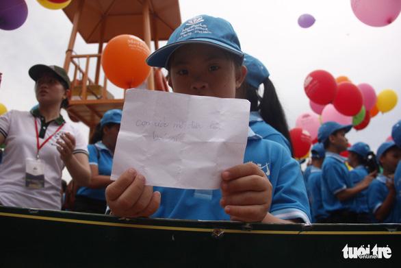 Bóng ước mơ của hơn 600 em nhỏ khuyết tật được thả lên trời - Ảnh 3.