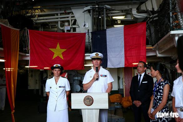 Tàu sân bay trực thăng hiện đại nhất của Pháp ghé Việt Nam - Ảnh 2.