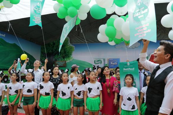 Đề nghị phụ huynh giám sát chương trình sữa học đường - Ảnh 1.