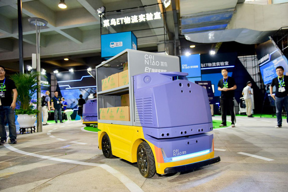 Alibaba tung ra xe giao hàng tự lái có thể nhận diện khuôn mặt - Ảnh 1.