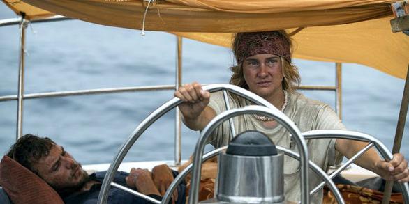 Adrift - Hành trình sinh tử của đôi tình nhân trên biển cả - Ảnh 4.