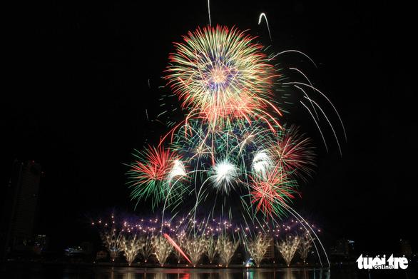Hoa Kỳ và Ý vào chung kết pháo hoa quốc tế Đà Nẵng - Ảnh 4.