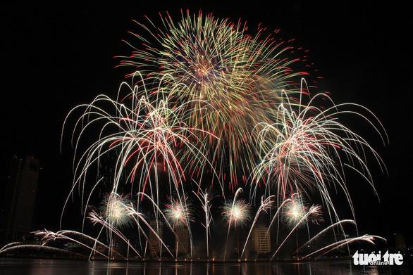 Hoa Kỳ và Ý vào chung kết pháo hoa quốc tế Đà Nẵng - Ảnh 9.