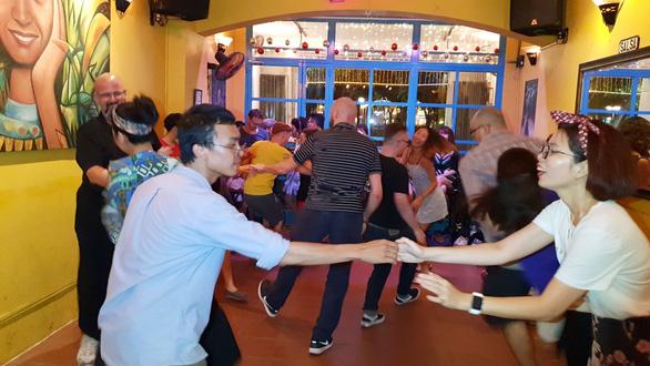 Swing không đơn thuần là một điệu nhảy... - Ảnh 1.