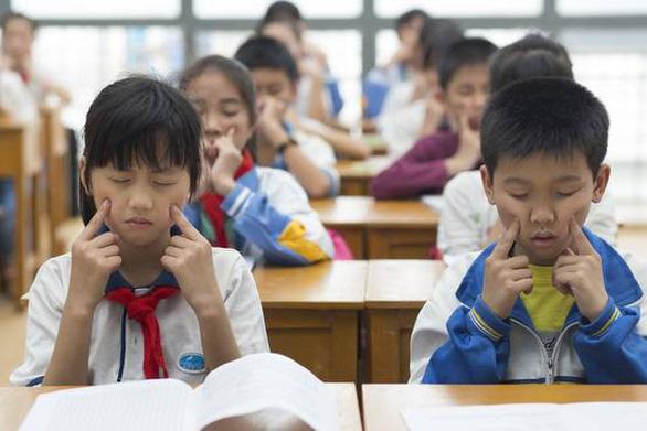 Đối mặt dân số già, Trung Quốc kêu gọi ủng hộ gia đình đông con - Ảnh 1.
