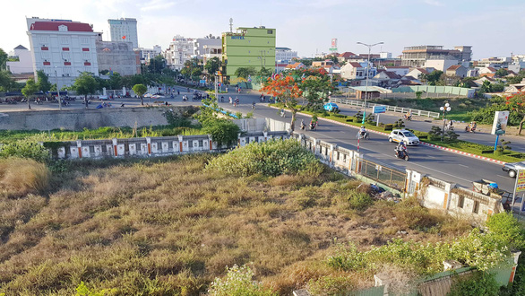 Phú Yên liên tục giao đất vàng không qua đấu giá - Ảnh 2.