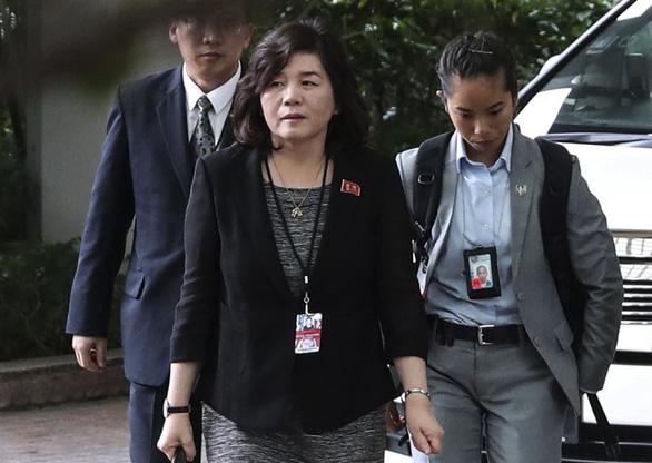 Ông Kim Jong Un đưa đến 4 phụ nữ cùng dự hội đàm thượng đỉnh - Ảnh 2.