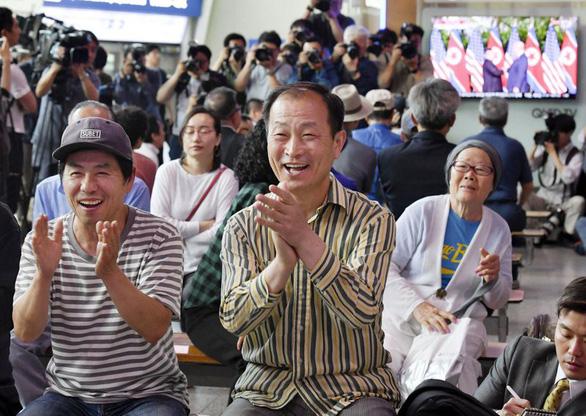 Thế giới kỳ vọng thận trọng về hòa bình sau hội đàm Trump - Kim - Ảnh 3.
