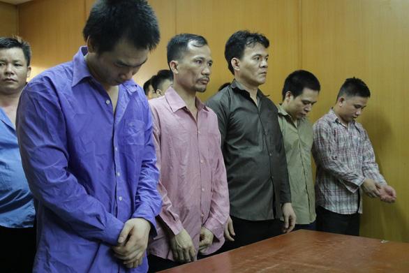 Nhóm bảo kê người chuyển giới bán dâm nhận án tù - Ảnh 1.