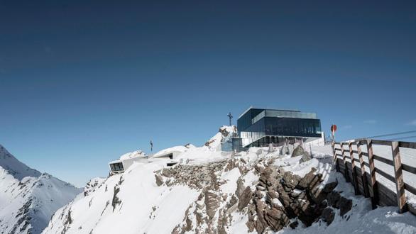 Bảo tàng James Bond trên núi Alps - bối cảnh phim Spectre - Ảnh 1.